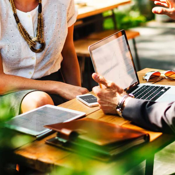Bureau et espaces de travail informels grâce au numérique