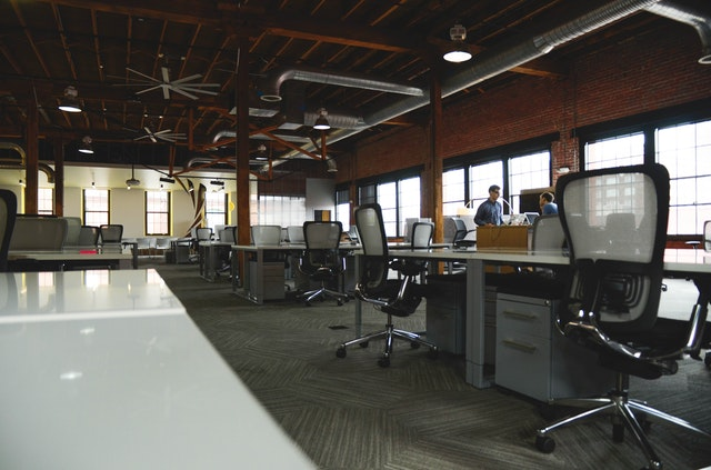 Bureaux et espace ouvert en coworking